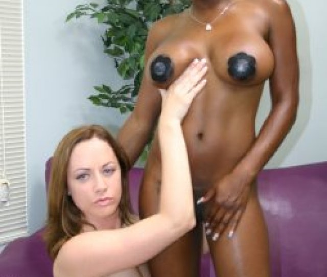 Cute Black College Girl Melrose Bares Her Clothes To Masturbate With A Dildo Live