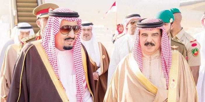 الملك سلمان يصل مملكة البحرين