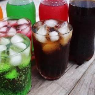 خبراء: تناول المشروبات الغازية تساعد على تطور أمراض السرطان