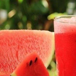 تعرف على فائدة تناول عصير البطيخ قبل النوم