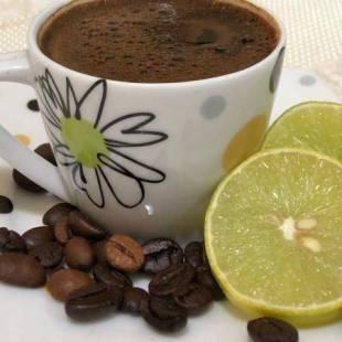 """""""القهوة بالليمون"""" أضرار وفوائد.. تعرف عليها !"""