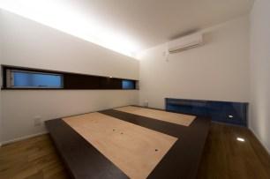主寝室:造作のベッド