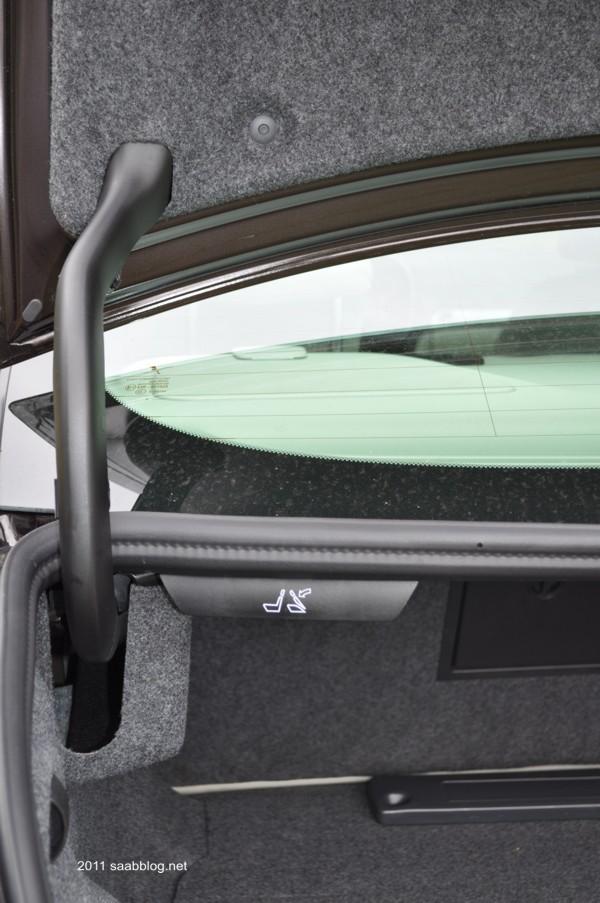 Saab 9-3 TTID4 achterbank om te ontgrendelen vanuit de kofferbak
