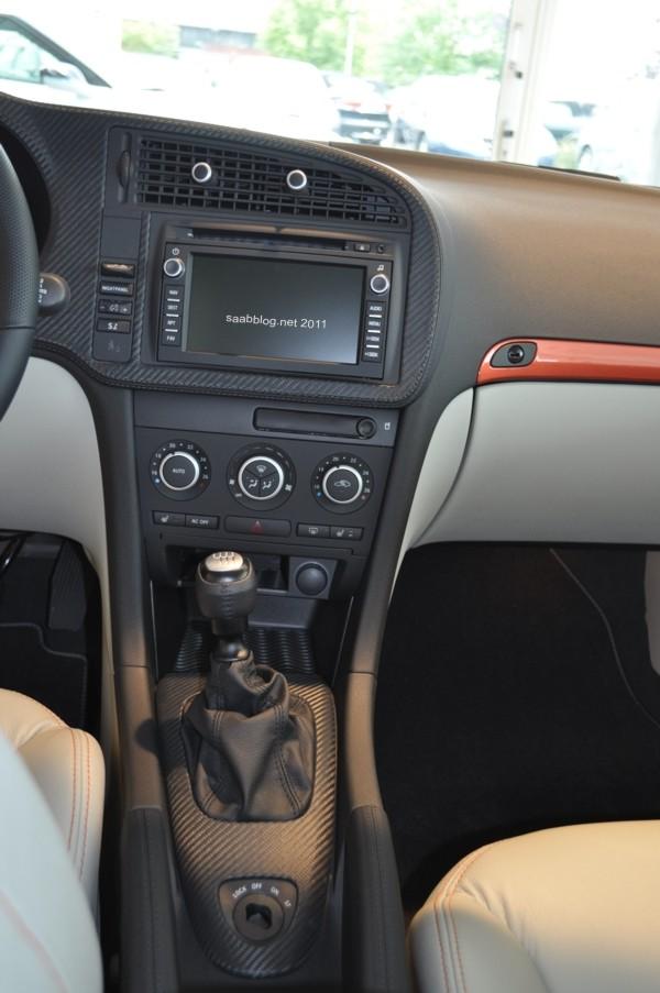 "Saab 9-3 ""Independence Day Edition"" Hirsch Performace Carbon-Leder mit Navigation. Handbremshebel und Smart Slot in Leder, auch Hirsch Performance."
