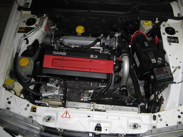 Compartimento do motor Saab 9000 CS 2.3