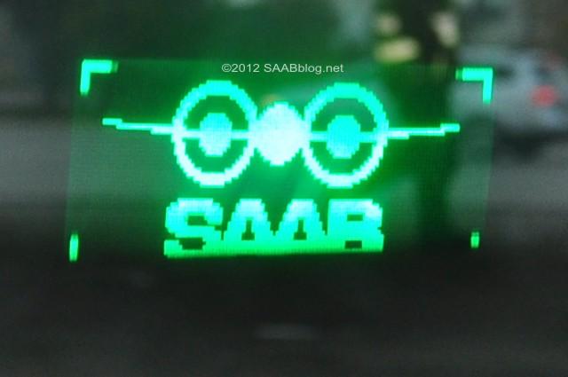 Tradition in die Moderne transportiert: Head-up Display - Saab Flugzeug Logo