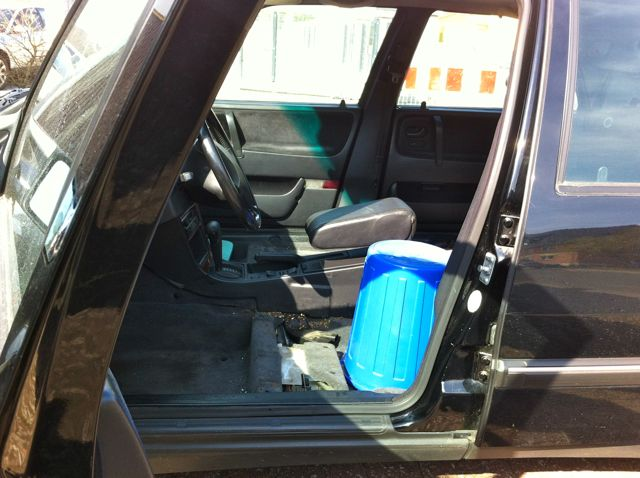 Saab 9000 kör med blå hink ....