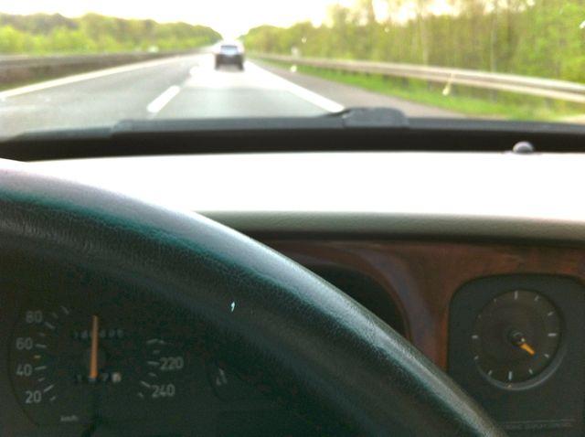 Tornando a casa, Saab 9000 sulla via di casa. Saabine guida di fronte ...