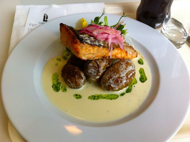 Bem-vindo à Suécia: Delicioso salmão em bebidas alcoólicas