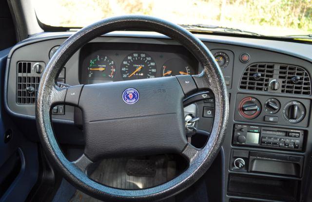 Saab 9000 CS Inneraum: Purismus, kühle Formen, Funktion pur.