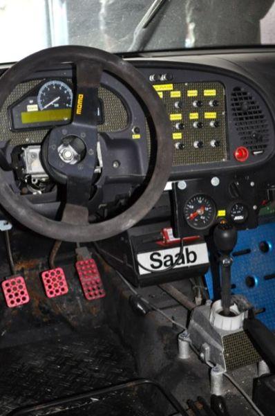 Fahrerseite im Saab 900R