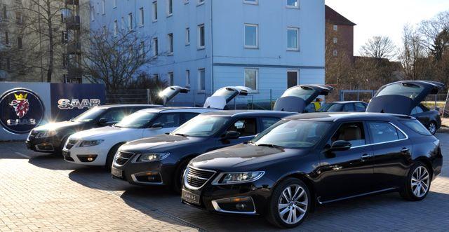 Quatro carros esportivos em Kiel reuniram-se