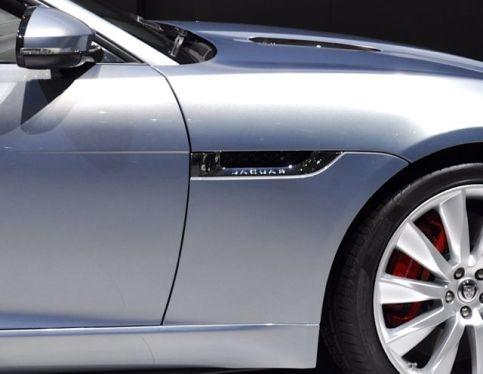 Dettaglio: lettering Jaguar