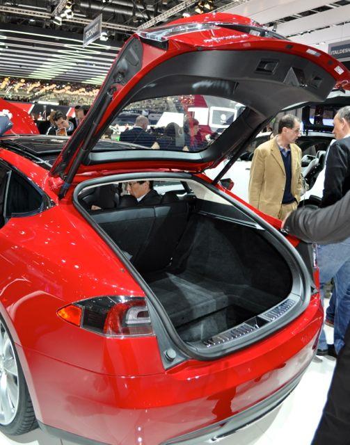 Toll: Große Heckklappe im Tesla S