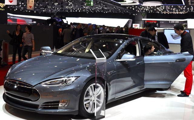 Tesla S auf dem Autosalon in Genf