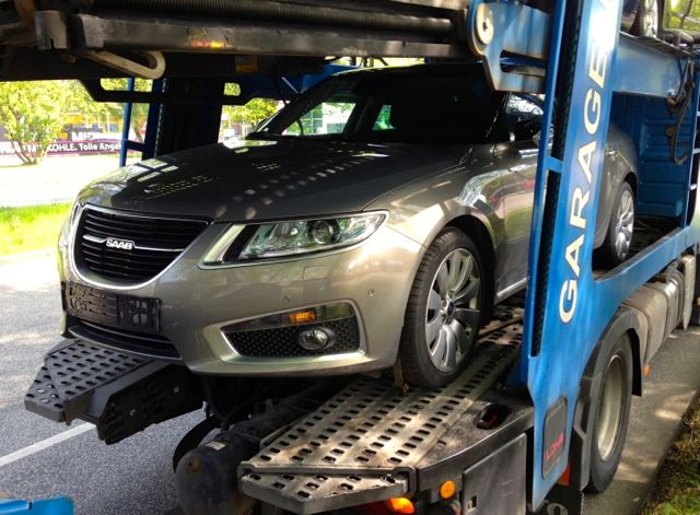 Saab 9-5 II model year 2012 on car transporter