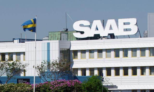 Saab-fabriken med svensk flagg