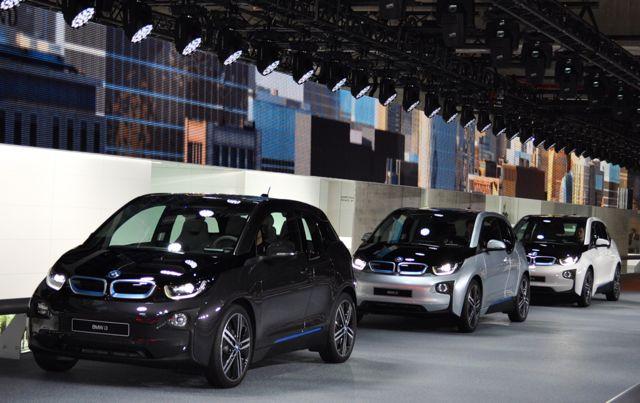 BMW i3 Rundfahrt in der Messehalle