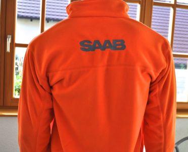 Letras bordadas de Saab en la parte posterior