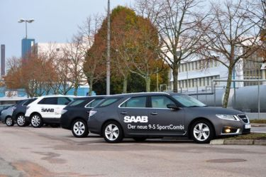 Saab 9-4x and Saab 9-5 II SC in front of the factory