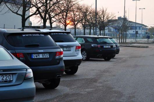 Saab 9-4x y Saab 9-5 II bajo el sol de la mañana