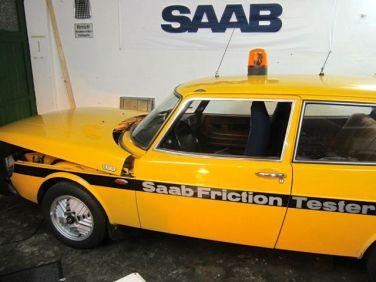 Testador de Fricção Saab 900 do Norte da Suécia
