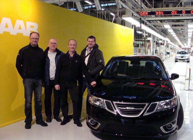 Quatro amigos Saab da Alemanha na fábrica da Saab no início da produção