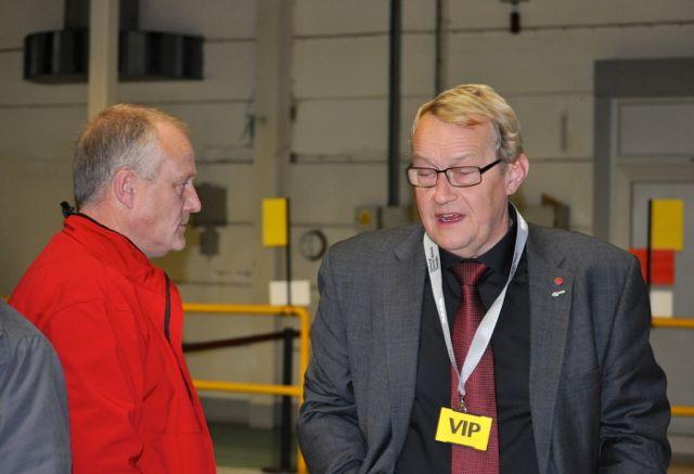 Håkan Skött und Paul Akerlund beim Produktionsstart im SAAB Werk