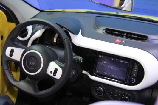 Twingo Cockpit © 2014 saabblog.net