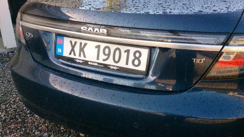 Saab 9-5 NG con titular de placa de matrícula saabblog.net en Noruega