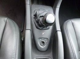 Saab Turbo X con inserciones de cuero de carbono alrededor del pomo del cambio © 2014 Saab center