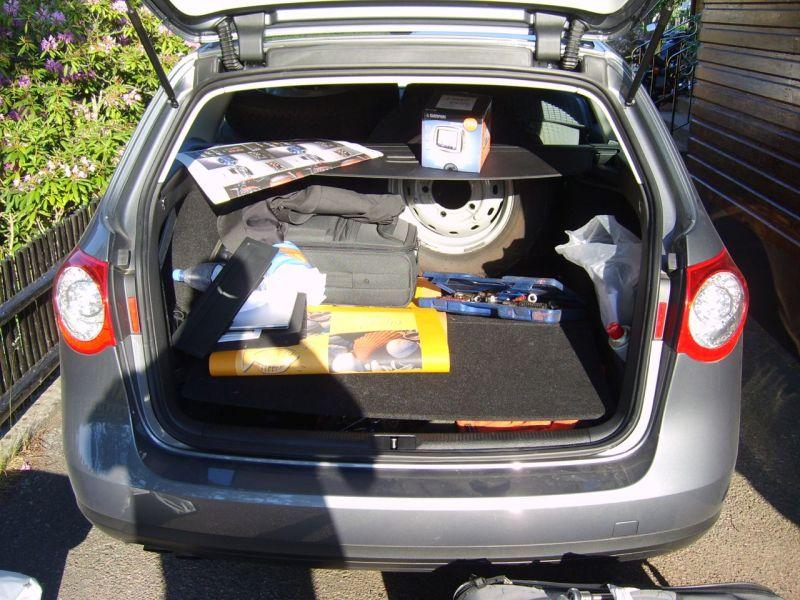 Der mit vielen Ersatzteilen bepackte Begleit-Passat ©2014 Uli Beitel