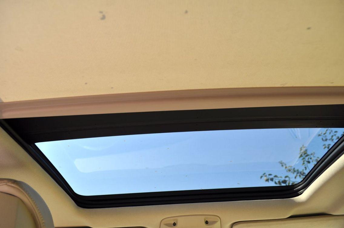 Panoramadach, halb zugezogen. ©2014 saabblog.net