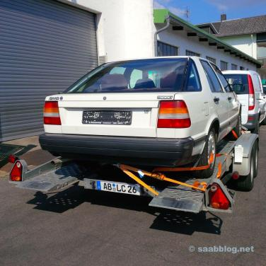 Saab 9000i auf dem Hänger
