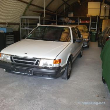 Saab im Hangar, im Hintergund Restaurationsobjekt Nummer 2