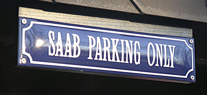 Fremdmarken aufgepasst: Nur ein Saab ist dieses Parkplatzes würdig.