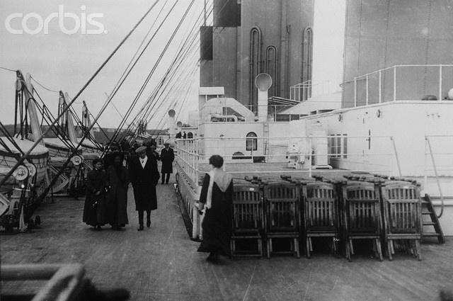 Cadeiras de convés e convés no Titanic © Corbis