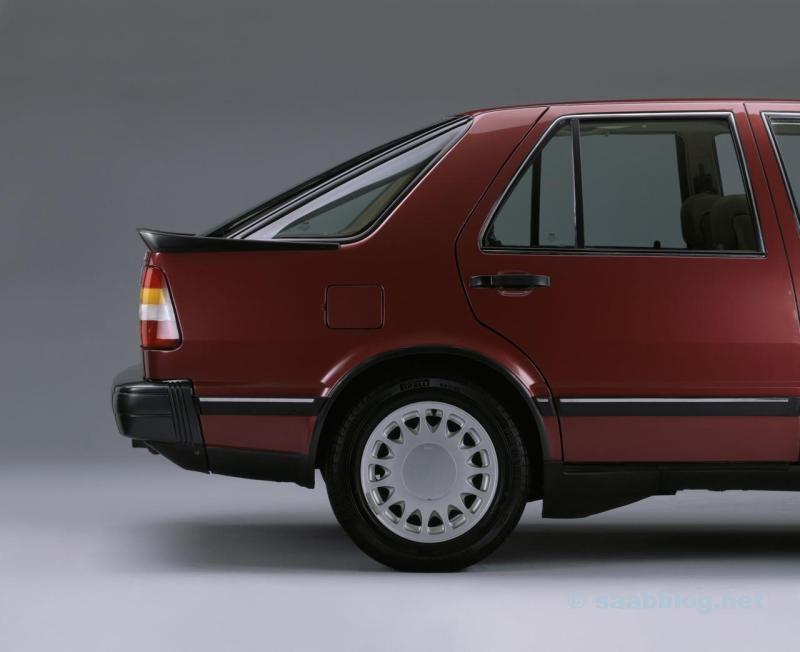 يقرر الجزء الخلفي: Saab 9000 CC