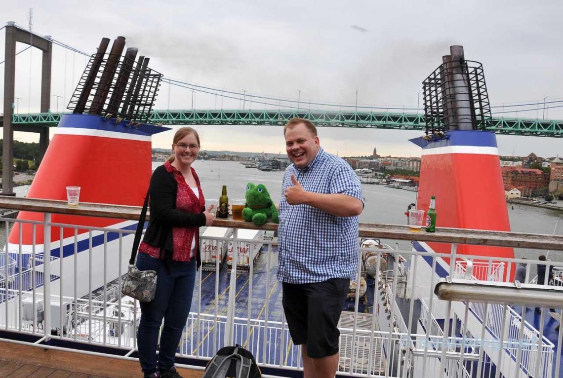 Team Günter on the ferry with Gothenburg in the background. Goodbye Sweden see you in three weeks :) / Team Günter auf der Fähre mit Göteborg im Hintergrund. Auf Wiedersehen Schweden. Bis in drei Wochen :)