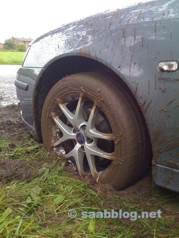 Bild 1. Saab i lera. Bild på Andreas.