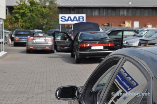Die Welt ist Saab. Nur Saab auf dem Hof.