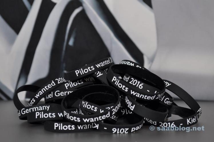 Pilots wanted 2016. Einlassarmbaender fuer die Teilnehmer