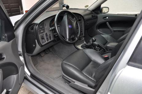 Cockpit typisch Saab. Bild: Daniel Schmutzler