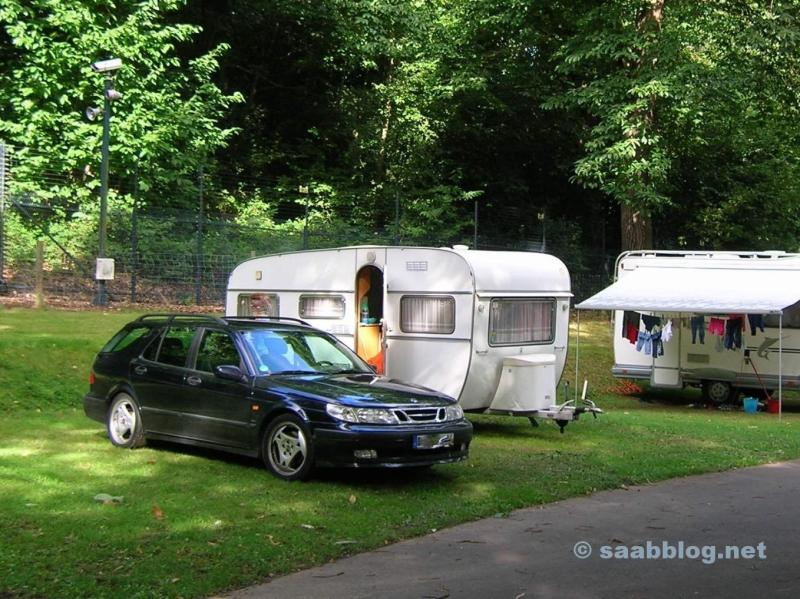 Saab 9-5 Aero. Auf einem Campingplatz nahe London