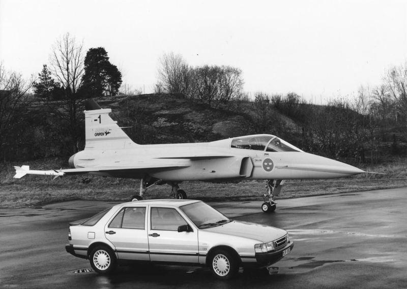 Saab Hightech der 80er. JAS 39 Gripen und 9000 CC. Bild: Saab Automobile AB.