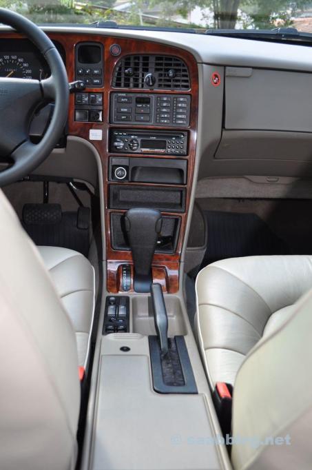 9000 CSE mit kompletter Edelholz Ausstattung.