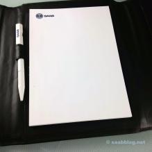 Notizblock mit Saab Scania Logo und Saab Kugelschreiber