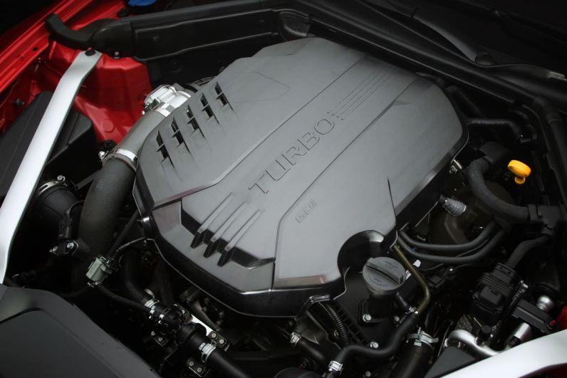 Biturbo V6 o 4 cilindro turbo opcional debajo del capó. Imagen: Kia
