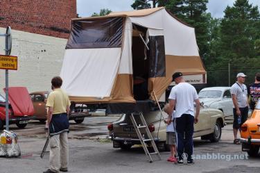 Platz ist im kleinsten Saab. Camping auf dem Museumsgelände 2010.