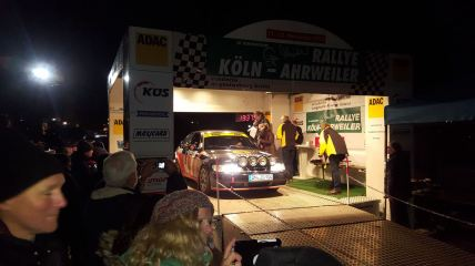 Vittoria al Rally di Colonia Ahrweiler premiata. Immagine: J. Grobusch